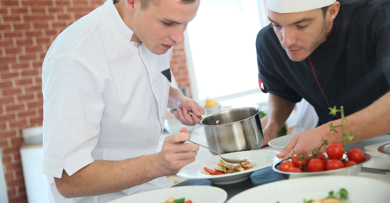 kurz kuchár čašník
